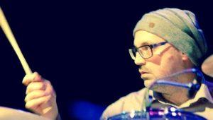 moritz pedarnig ist Schlagzeuger bei der unplugged band minimalistics